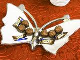 餐桌上的糖果盘